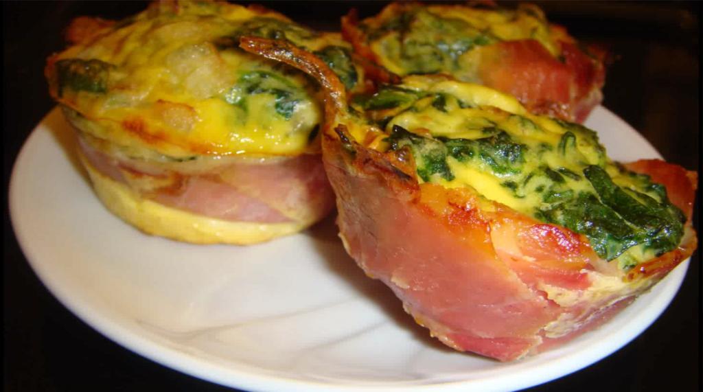 Muffin salati con prosciutto crudo e spinaci