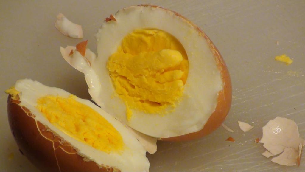 Come sbucciare velocemente le uova sode